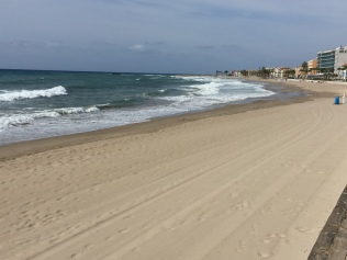 The sweeping kilometre-long main beach of Villajoyosa