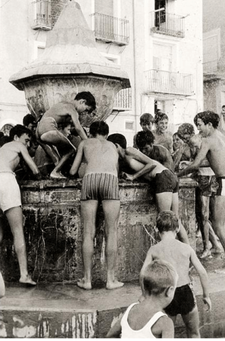 Young boys diving for money in the fountain