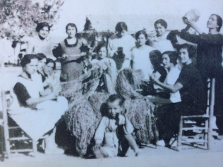 Fishermen's wives making nets in the old town of Villajoyosa 1925. Source: Vilamuseu