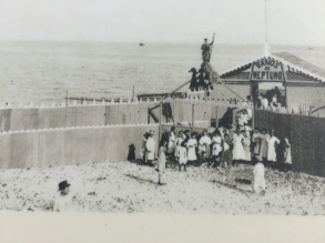 A marine spa from the early 20th century about half way along the main beach. It closed in the 1970s and no trace of it remains today.