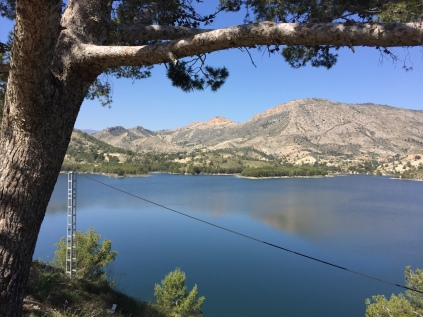 Head up to the picnic area above the dam for beautiful views across the reservoir.