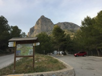 Font de Molí car park, starting point for many of the routes up Puig Campana. A barbeque/picnic site and a restaurant are nearby.