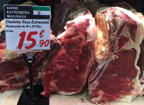 T-bone steak (chuletón de vaca) from Extremadura in the far west of Spain. Matured for 10-20 days.