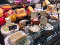 Cheeses from the region and across Spain in La Vila Mercado Central.