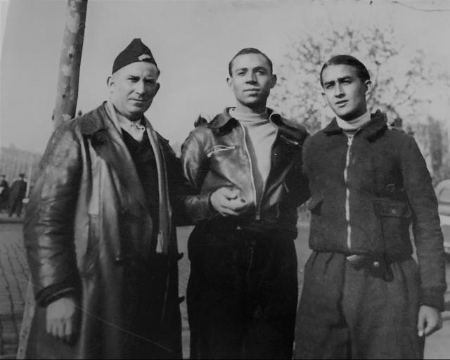 Miguel Hernández con Antonio Aparicio (R) y Juan Arroyo (L), en Barcelona. Enero del 37. (2)